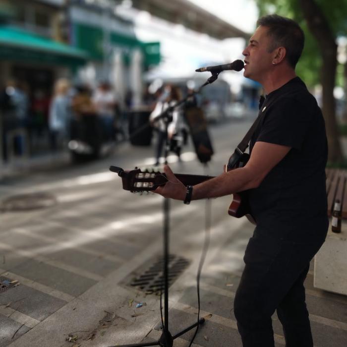 Torremolinos dobla el número de licencias para artistas callejeros