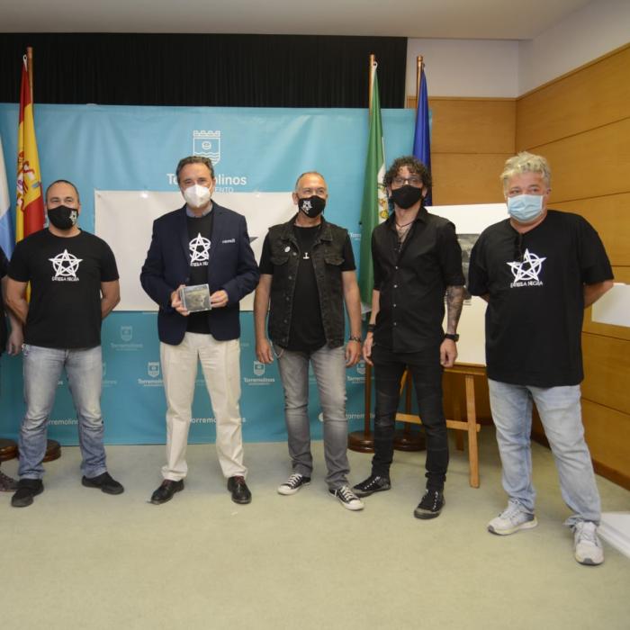 La legendaria banda Estrella Negra recopila en su primer disco treinta años de rock en Torremolinos