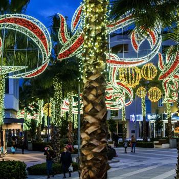 Torremolinos ilumina su Navidad con más de 100.000 bombillas repartidas por todas las zonas del municipio