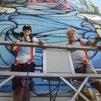 La artista gráfica Bosska da vida y color a El Calvario con un nuevo mural de gran formato